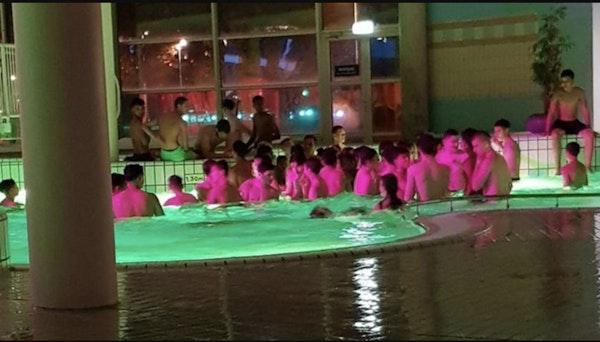 Wat is dat toch met Mocro's en zwembaden