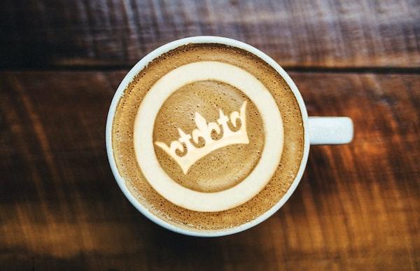 Kopje koffie, glazenwasser?