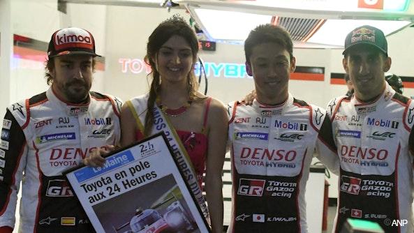 Miss Le Mans (2e van links)