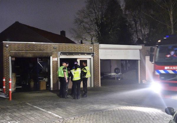 in Breda is maandagavond in een garagebox een man in brand gestoken. De politie spreekt vaneen zwaar misdrijf en liep in de hele buurt met kogelwerende vesten. In en bij de garageboxen deed de politie in de nacht uitgebreid onderzoek. NOVUM COPYRIGHT ERALD VAN DER AA fotograaf Erald Van Der Aa