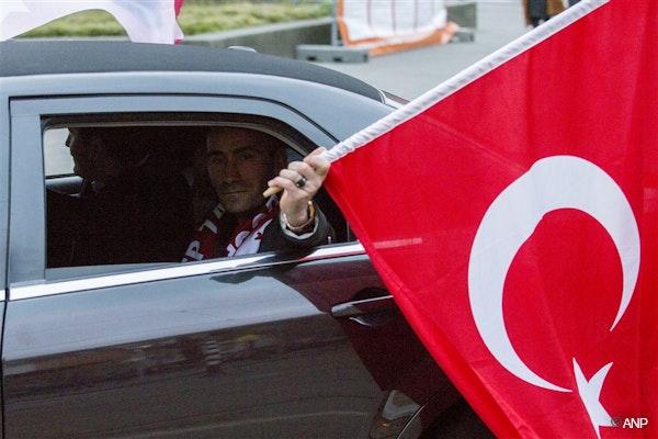 geen trouwstoet, wel strijder van erdogan