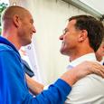 Kijk die Maarten van der Weijden dolblij zijn met deze meet&greet met een topzwemmer