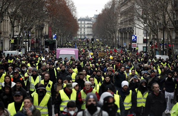 Protesters from the 'Gilets Jaunes' (Yellow Vests) movement take part in the 'Act IX' demonstration (the 9th consecutive national protest on a Saturday) in Paris, France, 12 January 2019.