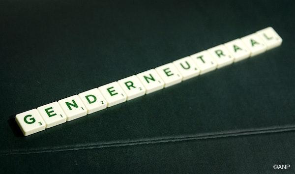 Het woord genderneutraal gelegd met Scrabble-letters. Genderneutraal is uitgeroepen tot het meest irritante woord van 2017 in de jaarlijkse verkiezing van het Instituut voor de Nederlandse Taal.