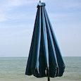 Yousra Lemouesset op het strand
