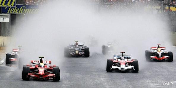Regen en huilende V8's, altijd +1