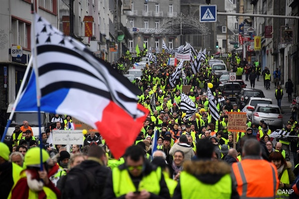 """Yellow Vest (Gilets jaunes) protesters wave French and Brittany flags during an anti-government demonstration called by the Yellow Vest movement in Saint-Brieuc, western France, on January 12, 2019. France braced for a fresh round of """"yellow vest"""" protests on January 12, 2019 across the country with the authorities vowing zero tolerance for violence after weekly scenes of rioting and vandalism in Paris and other cities over the past two months. Damien MEYER / AFP"""